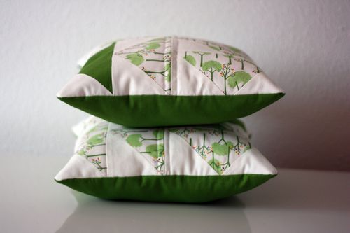 Dutchman's puzzle pillows
